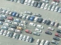 街に溢れる膨大な数の車。車社会だからこそ、高収益経営が可能となるのです。